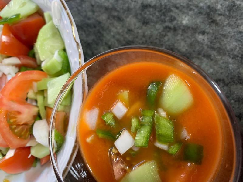 Gazpacho fácil sin pan con ingredientes naturales