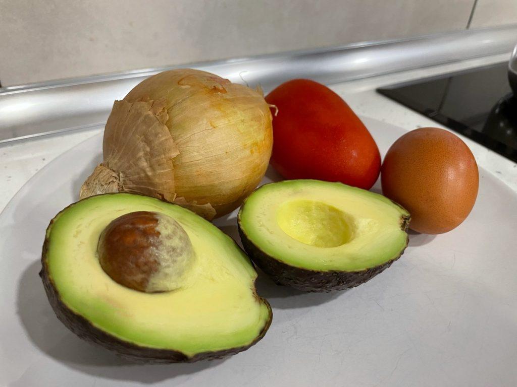 Ingredientes para elaborar los aguacates rellenos de Nutrifácil